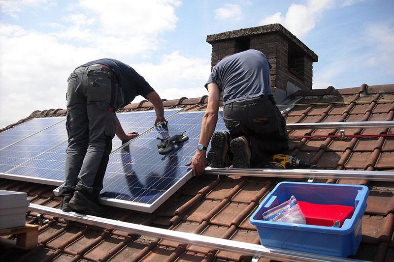 Monter solarnih fotonaponskih sustava